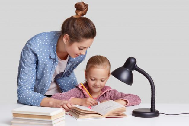 ¿PORQUE LOS PADRES DE FAMILIA DEBEN APOYAR A SUS HIJOS CON LOS LIBROS DE TEXTO?